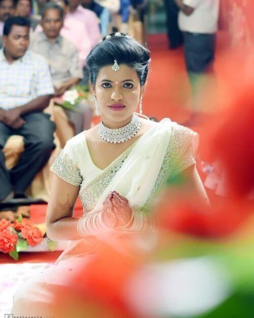 13 erstaunliche Maharashtrian Bridal Frisuren inspiriert zu bekommen #bridalhairstylepuff ...