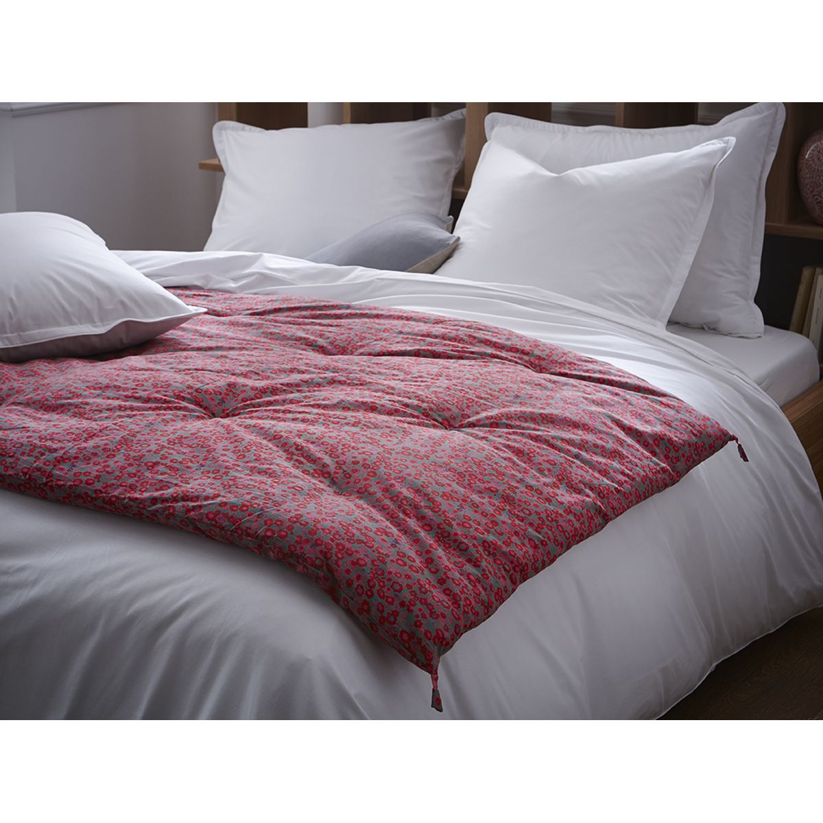 edredon matelass imprim liberty framboise 100 coton. Black Bedroom Furniture Sets. Home Design Ideas