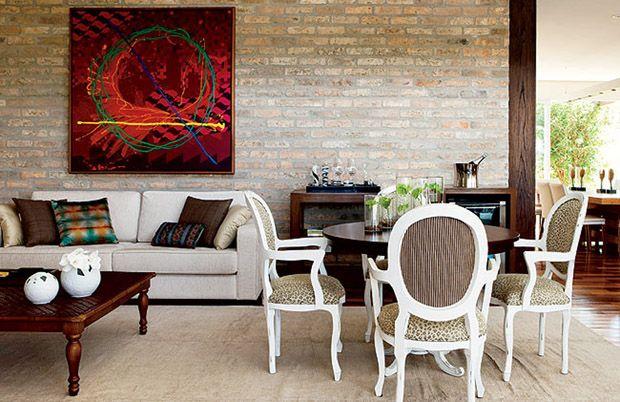 Tijolo à vista: das fachadas para ambientes internos