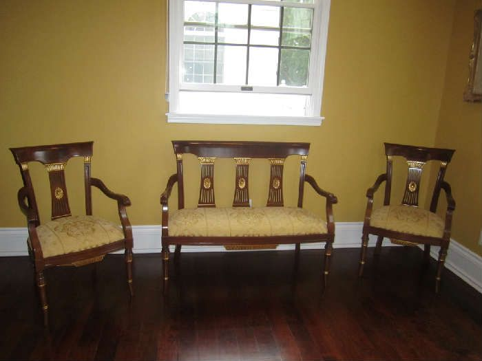 Found on EstateSales.NET: ENGLISH STYLE 3 PIECE SETTEE!!!!  WILL SELL COMBINED OR SEPARATED.  IN PERFECT CONDITION!!!