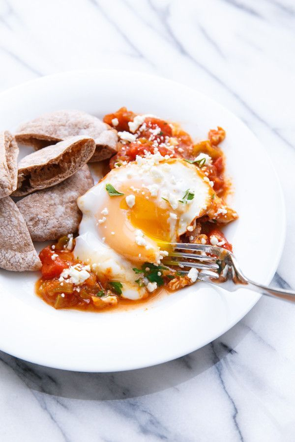 Shakshuka (Poached Eggs in Spicy Tomato Sauce)