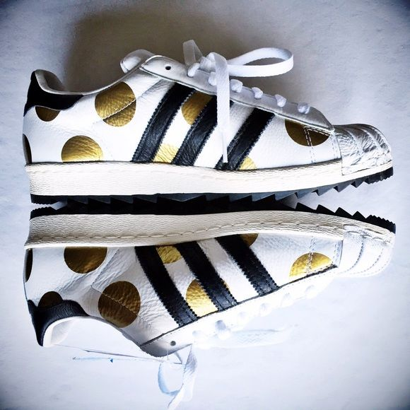 Gold Foil Polka Dot Superstars One of Jeremy Scott's more subdued designs, these Adidas Superstars make quite a statement with their metal gold polka dots! Pair them with ripped boyfriend jeans and a tee for the coming warm months! I bought these from another posher and they ended up running smaller than I thought-the size is a 9 in women's but these fit more like an 8.5. These do not come with extra shoe laces but do come with original box. Size 7.5 in men's. Adidas Shoes Sneakers