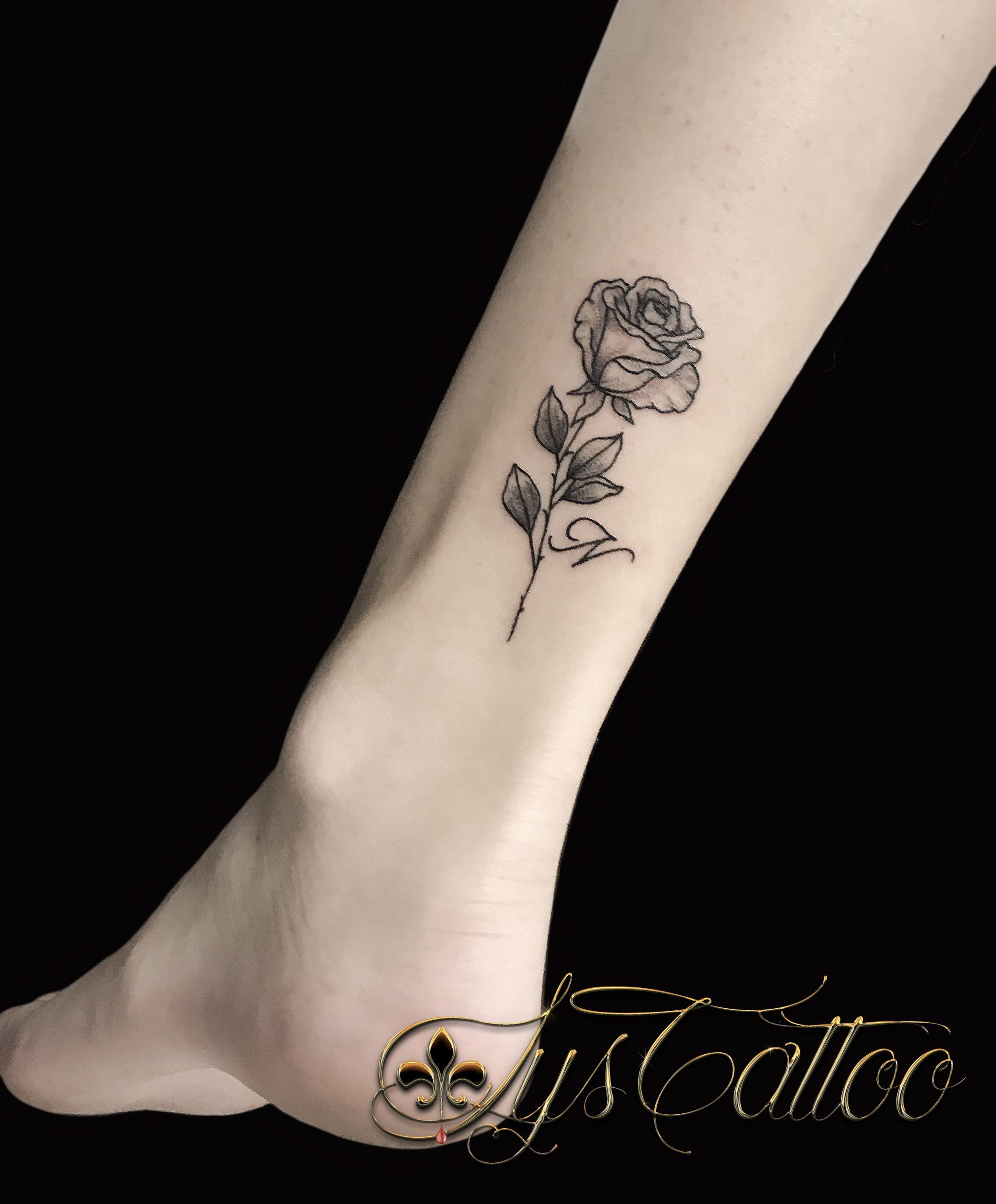 Tatouage Cheville Fleur Rose Et Initiale N Feminin Discret Fin