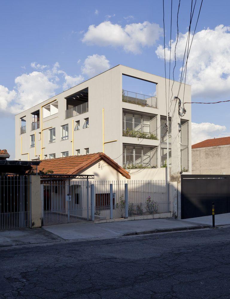 51c7e331d3c Galeria de Edifício Camburiú   AR Arquitetos - 18