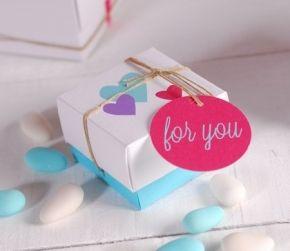 Petite boîte imprimée avec des coeurs
