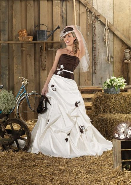 Wedding dress Ganges Ivory / Chocolate ** All Things