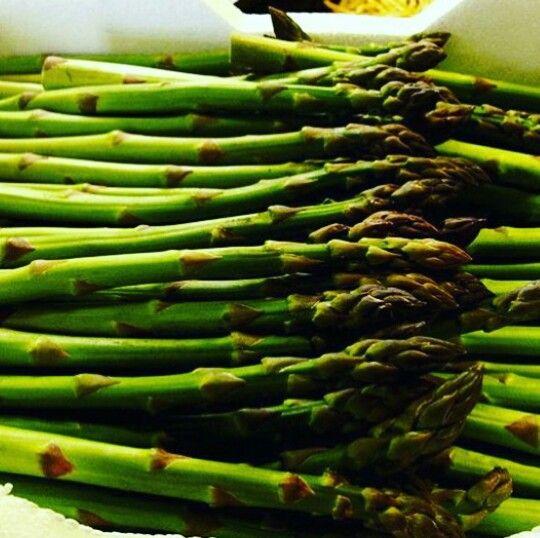 Fresh Asparagus Spears by the Box Full!  #perkysbistro  #veggielove  #eeeeeats