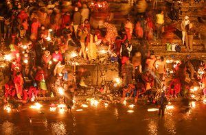 Kathmandu, Nepal: Hindus offer oil lamps in the Bagmati river as they observe the Bala Chaturdashi festival at the Pashupati temple