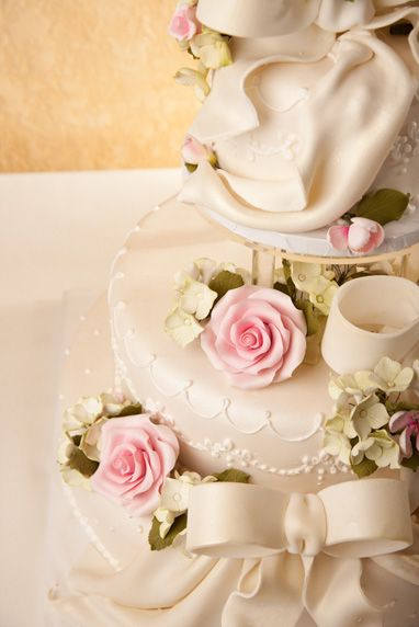 Lunds and Byerly's Wedding Cakes