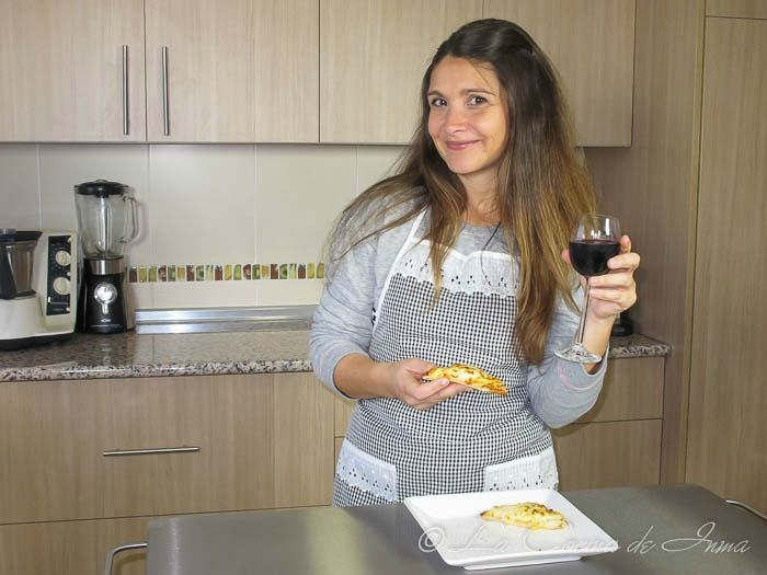 Vídeo Receta: Canapé de Queso Gratinado (Frikis) / Video recipe: Appetizer of grated cheese in Spanish