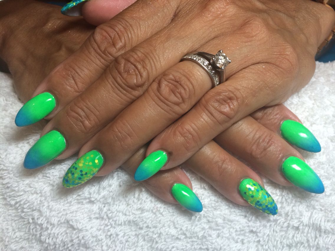 Cnd Retention Acrylics With Quotcream Puffquot And Irresistible