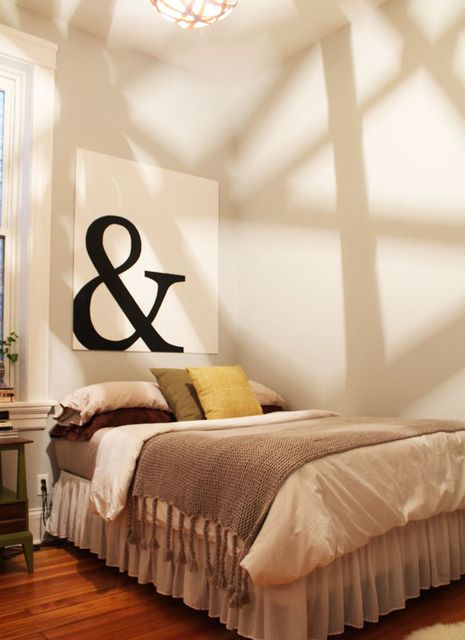 I like the yellow, green, grey, brown and white colour scheme on the bed.
