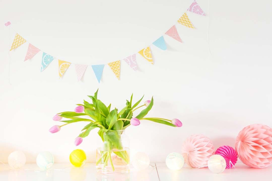 Printable bunting flags, free download!   http://www.bringinghappiness.nl/printable-vlaggetjes/