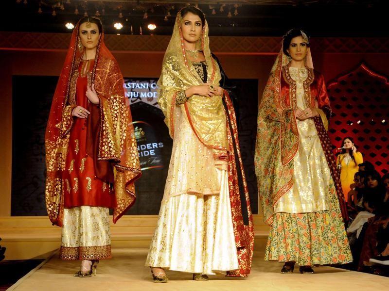 32daa5ebab Deepika Padakoune Dresses in Bajirao Mastani by Designer Anju Modi ...