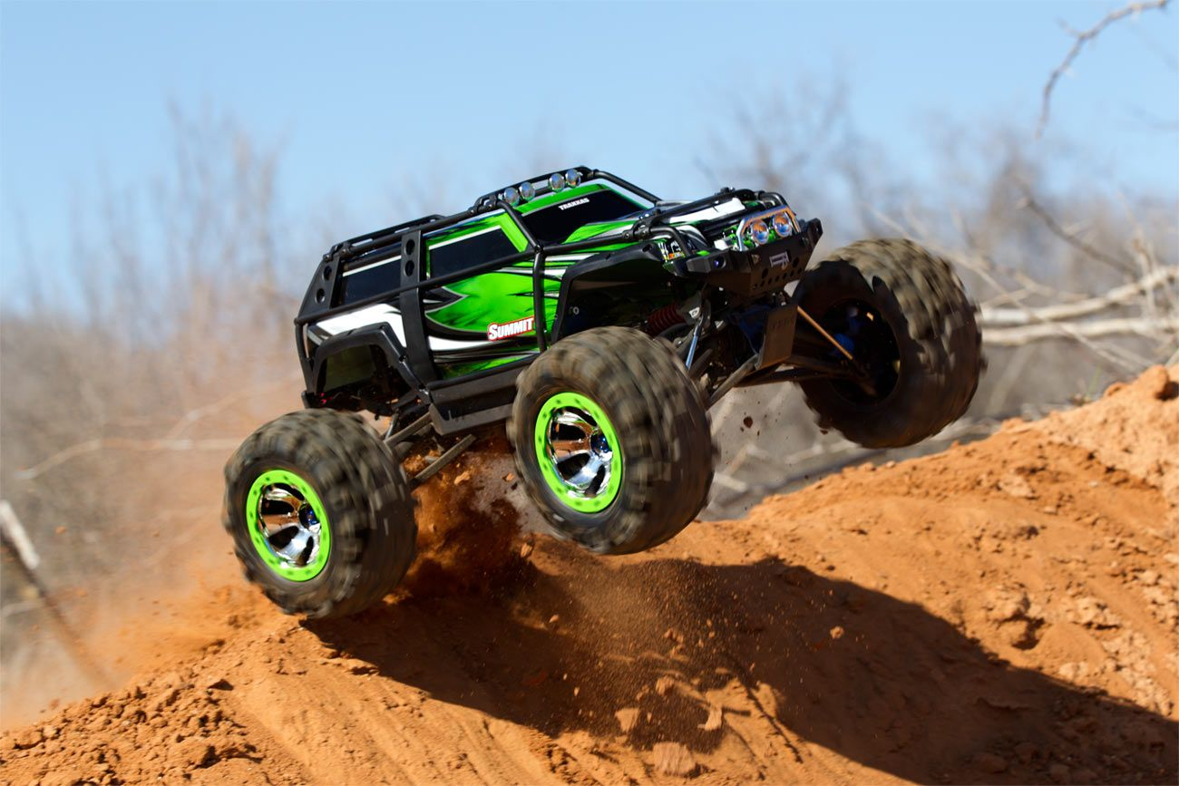 Summit 1/10 Scale 4WD Electric Extreme Terrain Monster