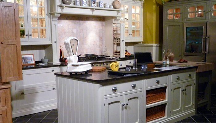 Foto landelijke witte keuken met eiland interieur pinterest for Keuken eiland met eethoek