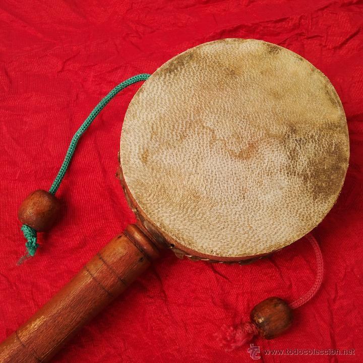 Pandereta de piel (Den den daiko) de dos tambores ...