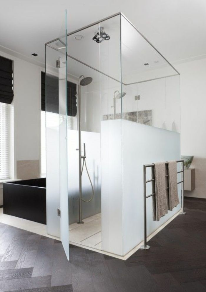 murs plexiglas pour la salle de bain cabine de douche. Black Bedroom Furniture Sets. Home Design Ideas