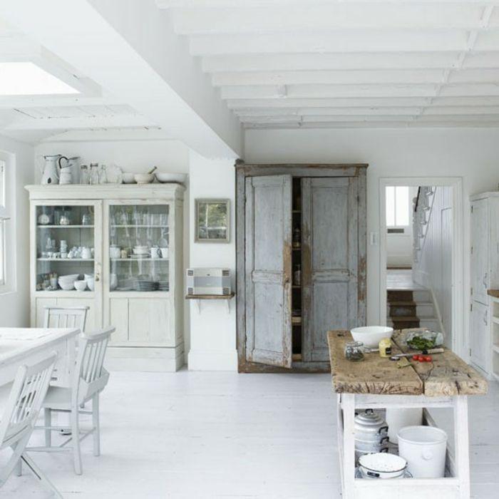 super große weiße küche in shabby chic stil - mit einer hölzernen ...