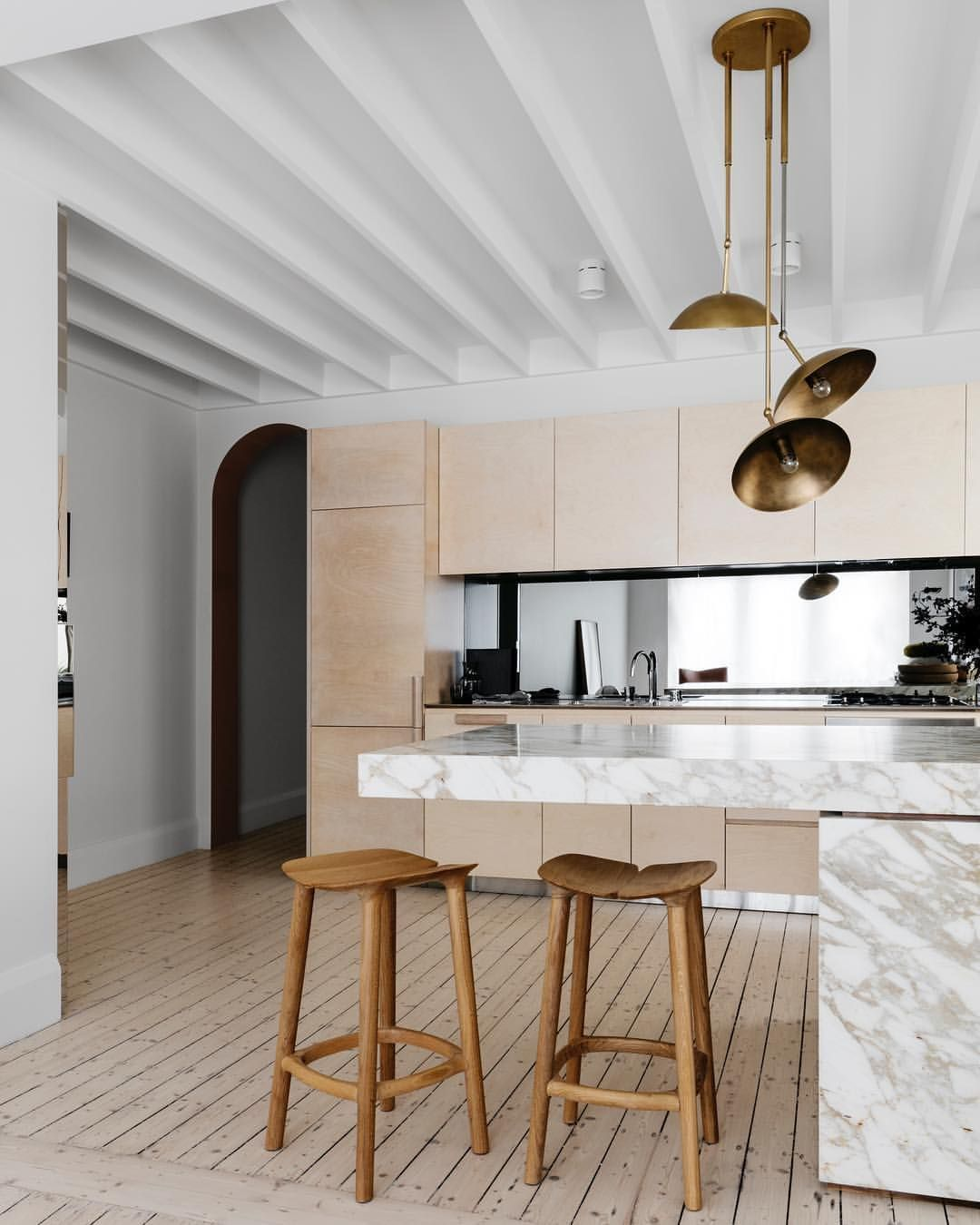 Inside Apartments Cheap: Inside @chroniclesofher_ Influencer @carmengracehamilton's