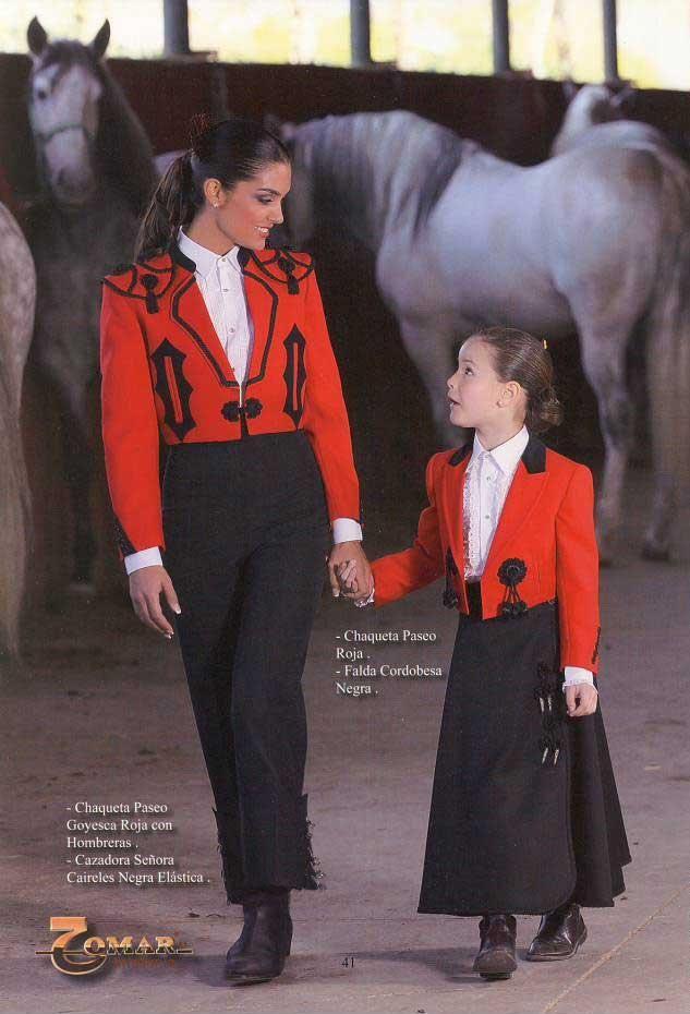 Chaqueta Paseo Goyesca Roja con Hombreras y Calzona Señora Caireles Negra  Elastica d5f774f79559