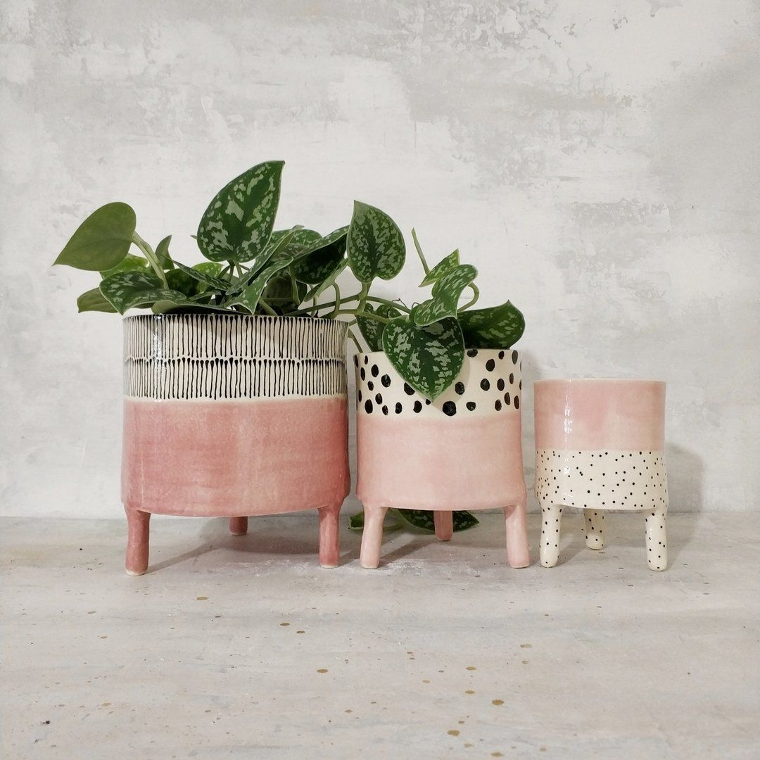 Piece of clay is the name of the one woman company that Nathalie Hildesheim uses for her ceramic work. She makes ceramic planters with a lot of dots, lines en colours and also beautiful wabisabi tableware. #ceramicpainting