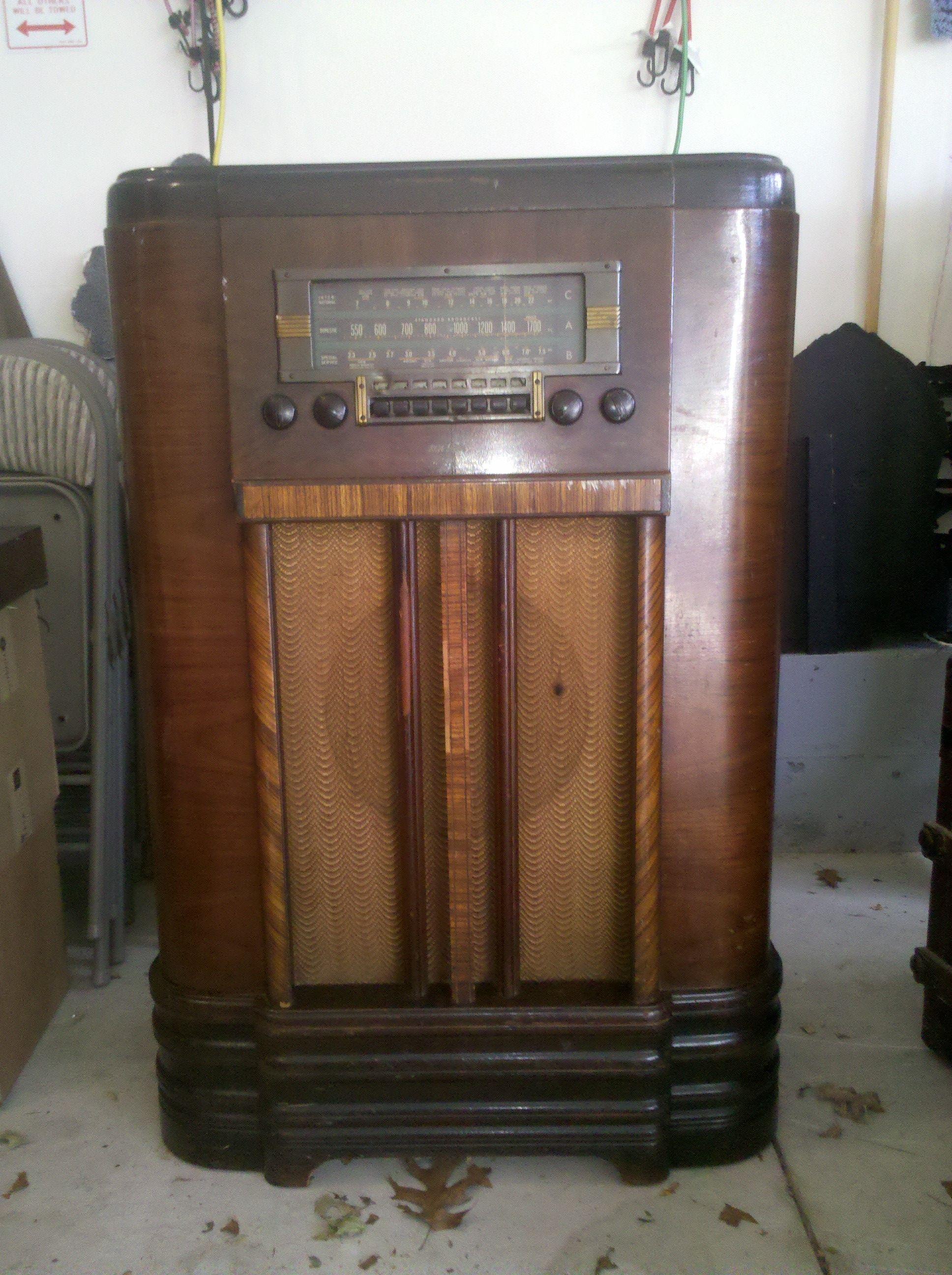 Pin By Odemar Ferreira On Radio Art Et Deco Antique Radio Vintage Radio Old Radios