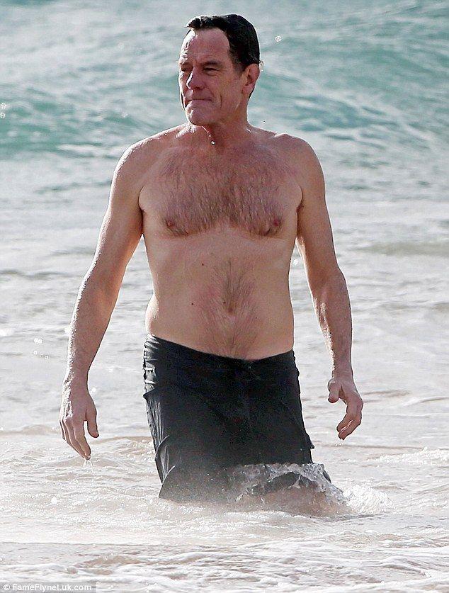 Med knubbig kropp på stranden