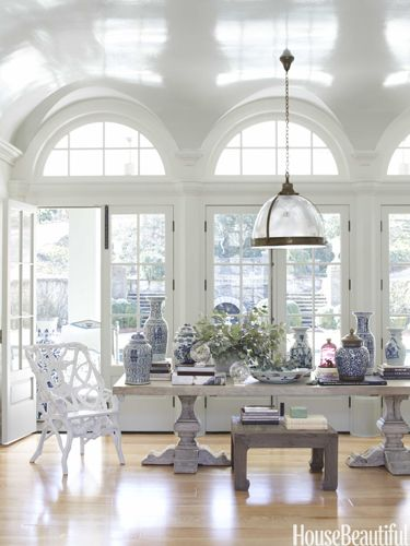 Display a great collection on a dining room table. Design: Beth Webb. Photo: William Abranowicz. housebeautiful.com. #dining_table #white #chinese_porcelain #blue_and_white_porcelain