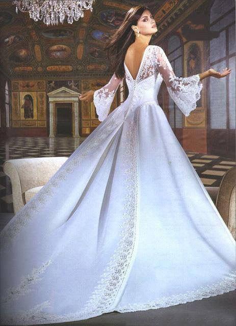 Pin από το χρήστη Paraskevi Psarra στον πίνακα Λευκά νυφικά φορέματα ... ea58a5d7541