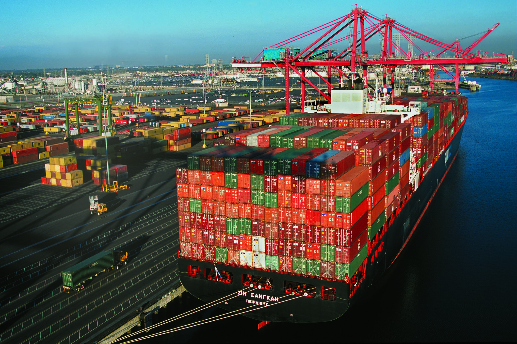 92c810108e972 The Port of Long Beach last month achieved its busiest September ever,  closing out a record quarter in the port's 104-year history.