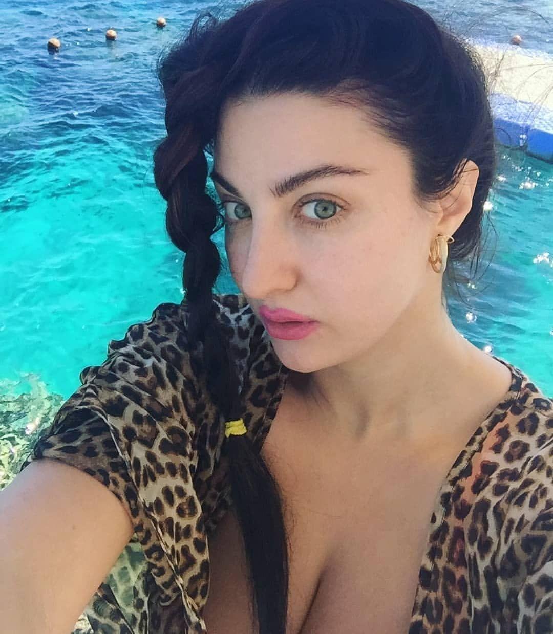 الصور صافيناز بالبكينى يظهر صدرها على شاطئ شرم الشيخ Beauty Hair Styles Hair Wrap