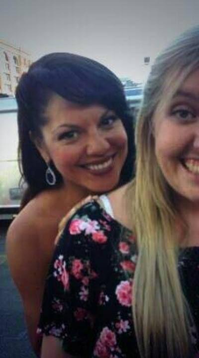 Sara with a Fan   Sara Ramirez on Set Season 10   Sara ramirez