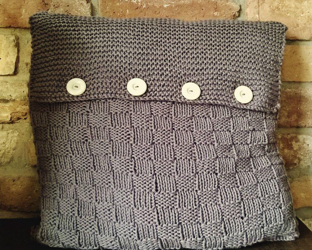 Strickanleitung für ein kuschliges Sofa-Kissen mit Knöpfen im ...