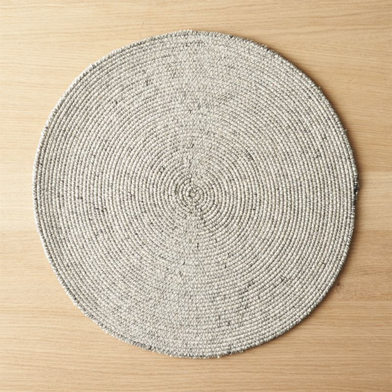 Free Shipping Shop Round Woven Black Placemat Natural Tone Cotton Blend Weaves A Tight Organic Round Placemat Tha Modern Placemats Placemats Linen Placemats