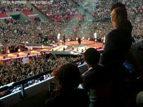 Fetus #1D watching grown up #1D>>>> DO THEY WANT ME TO FREAKING CRY MYSELF TO SLEEP?! LIKE LEAVE ME ALONE WHILE I CRY IN THE CORNER!!! THIS IS NOT OKAY!!!