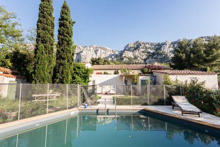 Regardez ce logement incroyable sur Airbnb  Villa bord de mer avec - location vacances provence avec piscine