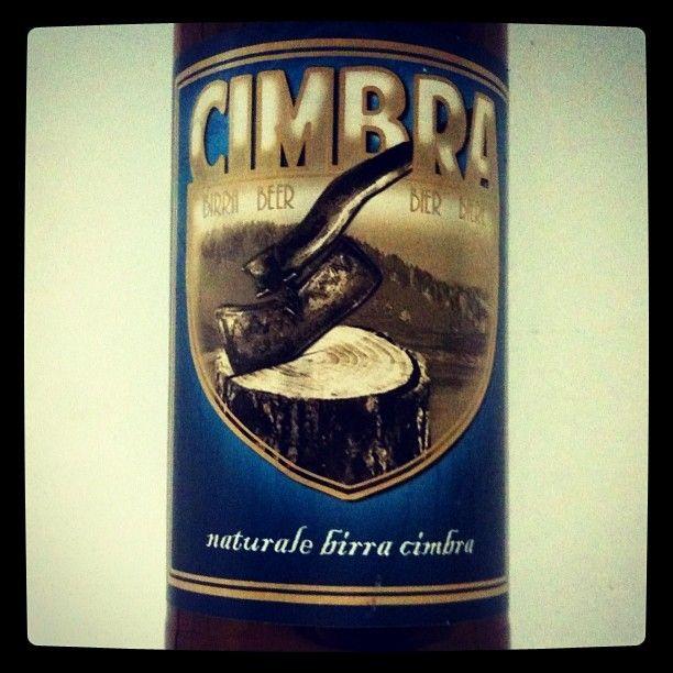 Naturale Birra Cimbra #unabirraalgiorno / Stile Pils, Italia. Schiuma densa e generosa, delicato retrogusto di luppolo, dissetante, alc. 5,2%.
