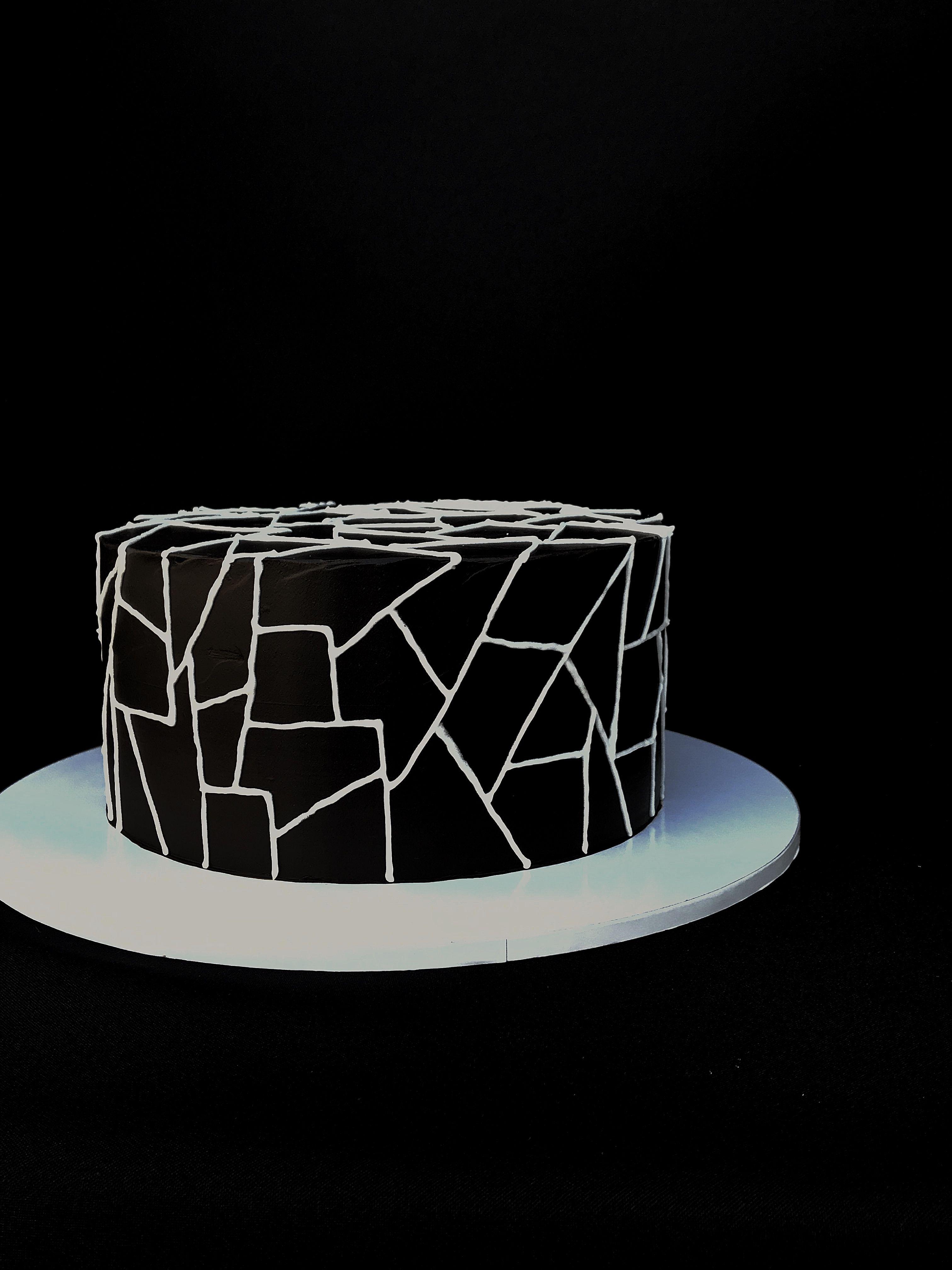 Внутри шоко бисквиты, очень насыщенные, влажные.... Вишневое конфи.... хрустяшка на шоколадной основе с фундуком...✨✨✨ #мастерскаядомашнихлакомств #оксанабарчева #тортабстракция #черныйторт #чернобелыйторт #шоколадныйторт #тортмелитополь #cake #cakes #cakeart #cakeinspiration #cakepops #cakeinspiration #cakegridtr #caketopper #cakestagram #cakegridtr #cakesmash #cakeporn #cakesmash #food #foodporn #foodfoto #foodiegram #foodphotography #foodblogger #melitopol #cakezpua