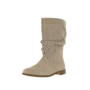 I just added this to my closet on Poshmark: Toms serra oxford tan mid calf perforated boot. Price: $60 Size: 8.5