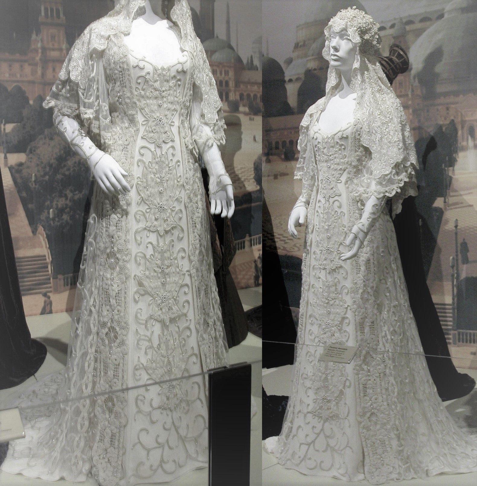 Padme Amidala S Wedding Dress Exhibit Star Wars Wedding Dress