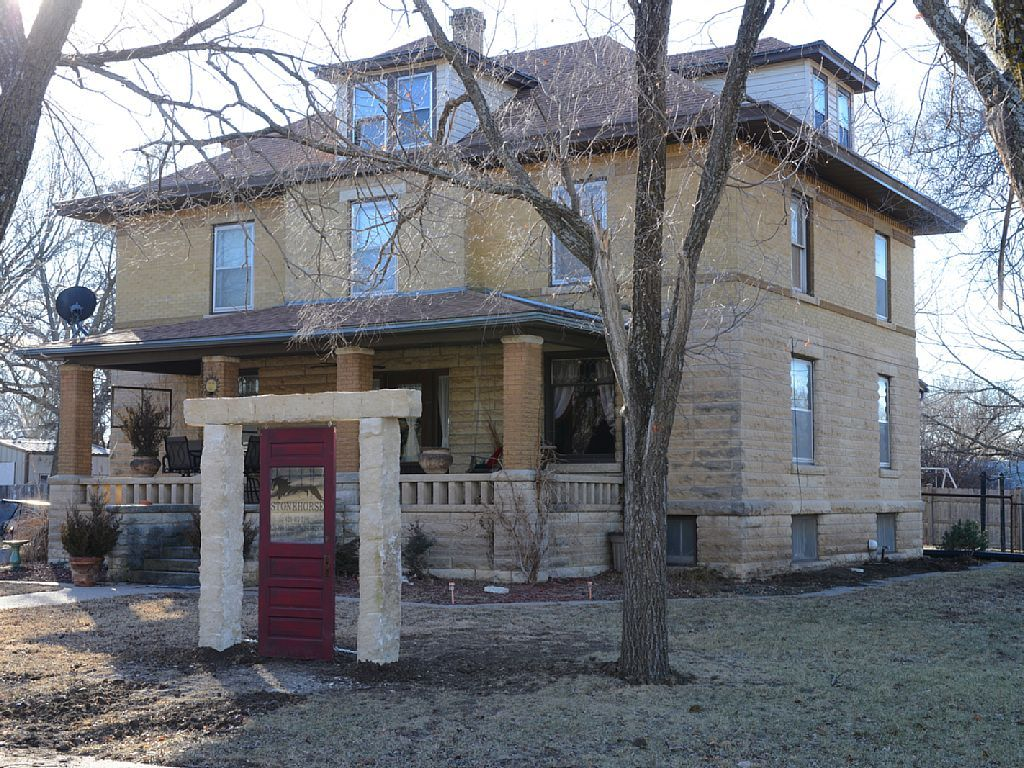 BOOKED! Cozy B&B in the Flint Hills. Within walking