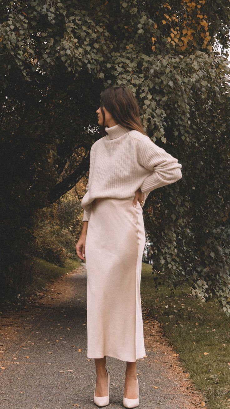 Sarah Butler of @sarahchristine wearing fall chunky cream sweater and silk skirt in Seattle.