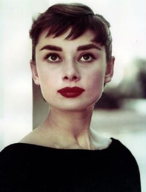 30 Haircuts For Women With Bangs In 2020 Audrey Hepburn Audrey Hepburn Photos Face