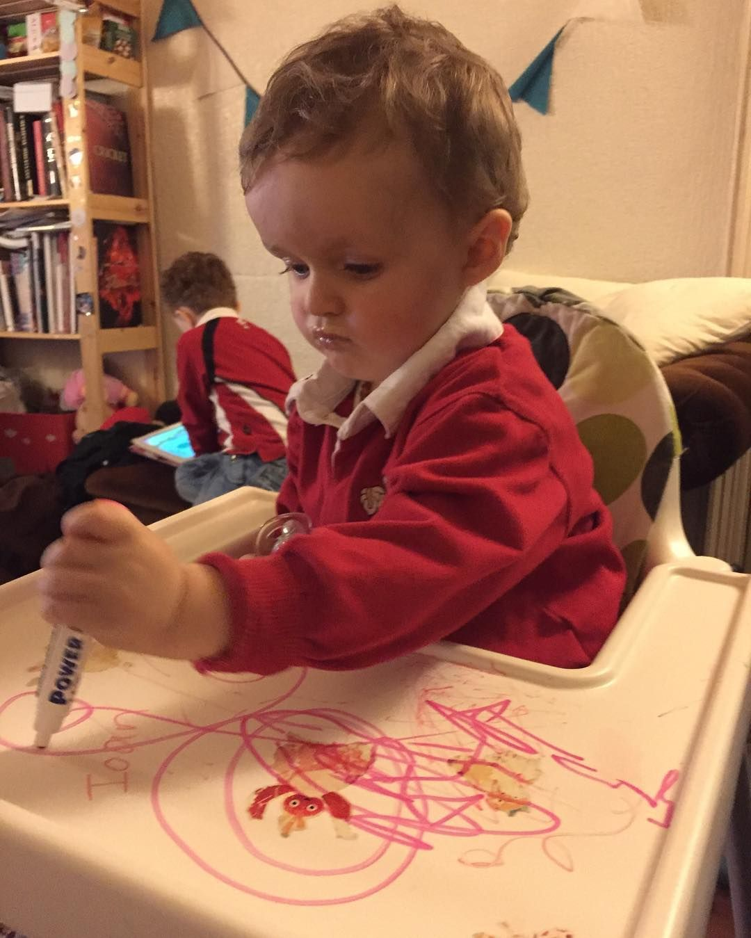 Whiteboard marker on the highchair tray! How've I not thought of this before?!