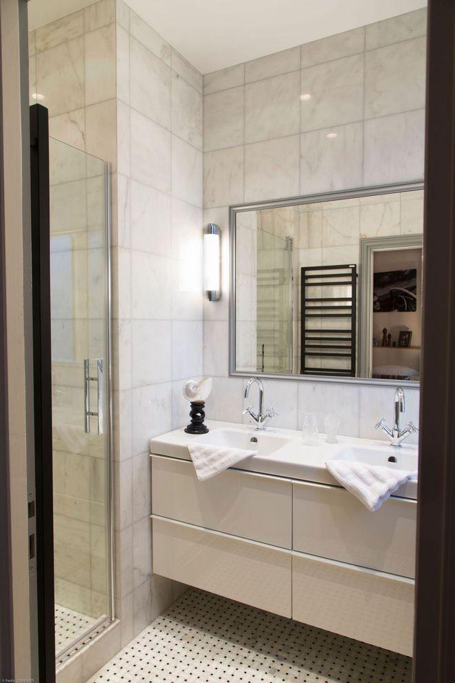 Un Miroir Sur Mesure Pour Agrandir La Salle De Bains Deco Salle De Bain Salle De Bain Salle De Bains Chics