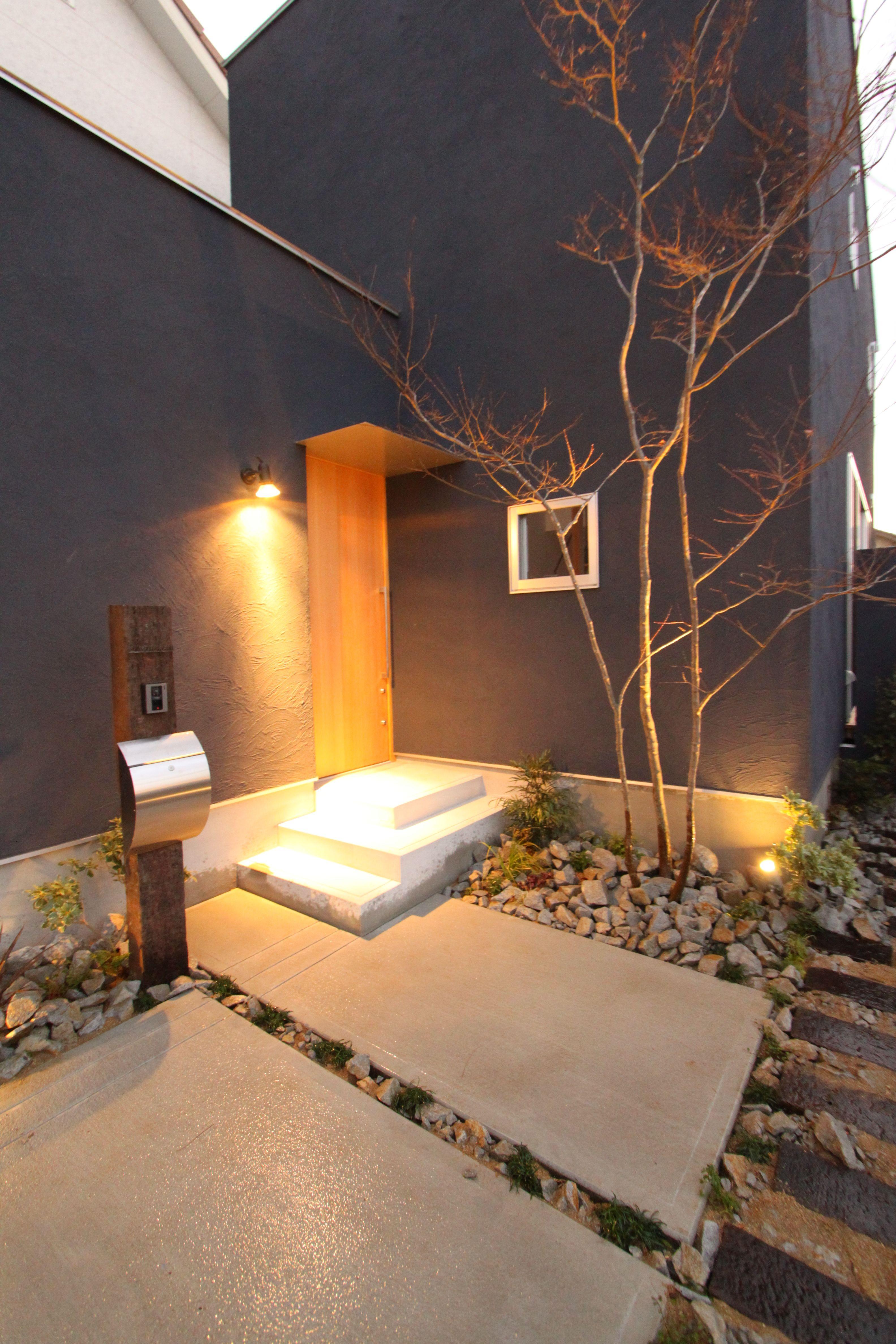 ライトアップされたシンボルツリーが印象的 和風の家の設計 家の
