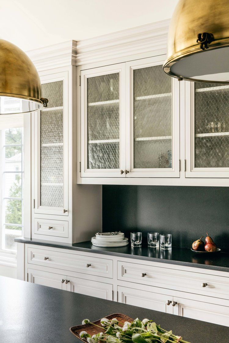 Chicken Wire Glass Cabinets Looks So Sweet In This Cream Kitchen Design By Rena Cherny Studio Shabby Chic Kitchen Kitchen Design Glass Cabinet Doors