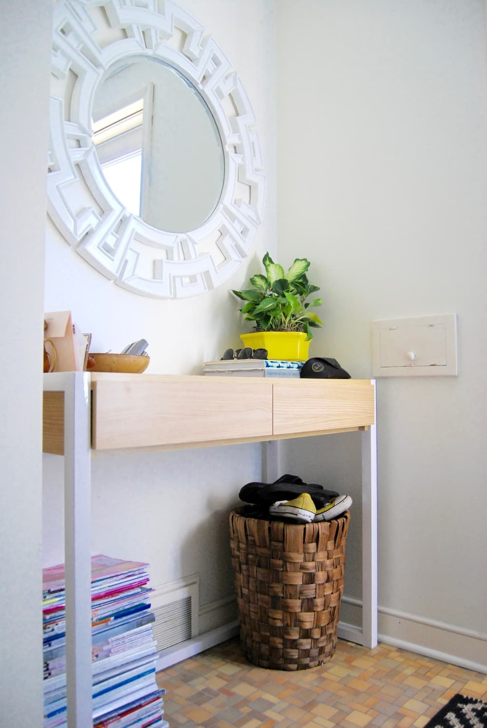 8 smart ways to lay out your entryway decor decorating on small entryway console table decor ideas make a statement with your home s entryway id=32496