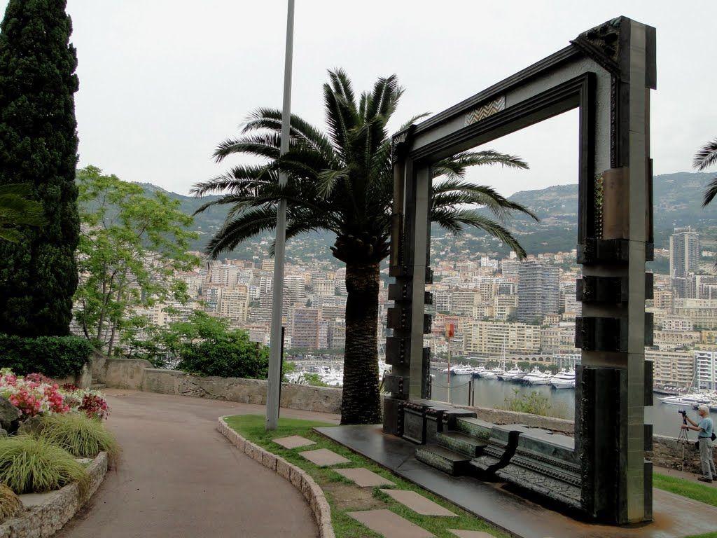 Sculpture offerte au Prince Albert II de Monaco